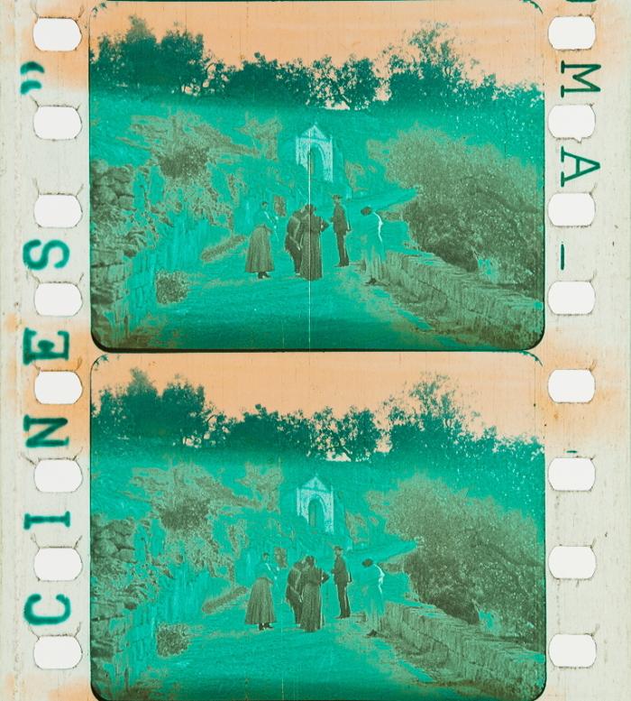vert métallisé,1950// vintage glass beads. 60g de Perles En Verre sur fil coton