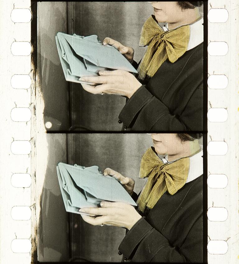cfdda20a386a De Mode der taschjes te Parijs (1924)   Timeline of Historical Film ...